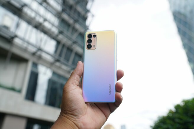 OPPO Reno5 Fantasy Silver pampers the user's eyes with ribuan of colors