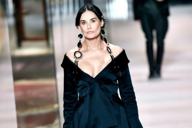 Wrapped Fashion Black, Demi Moore Surprise Runway Fendi Haute